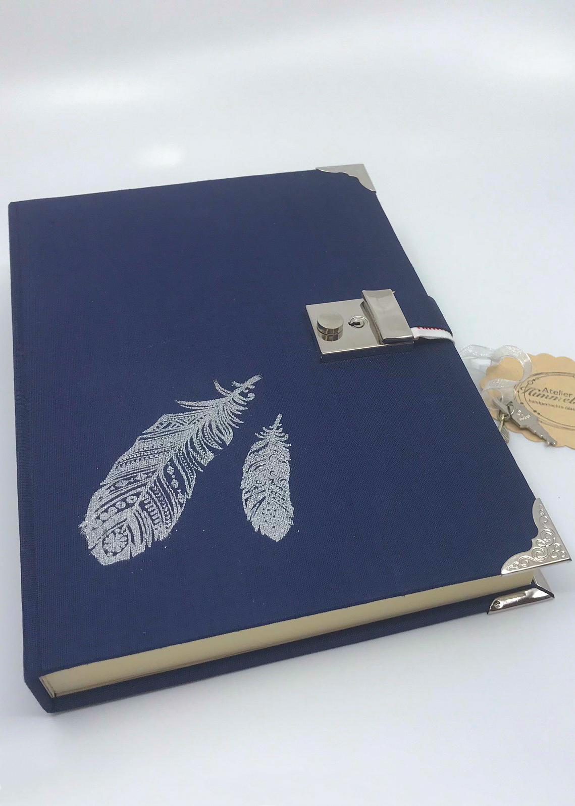 Buch selber machen Tagebuch blau mit Feder Himmelsperlen