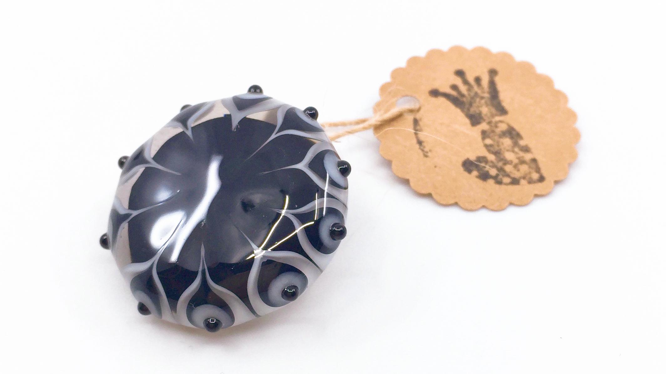 Kunsthandwerk Anhänger schwarz-weiss mit Durchsicht