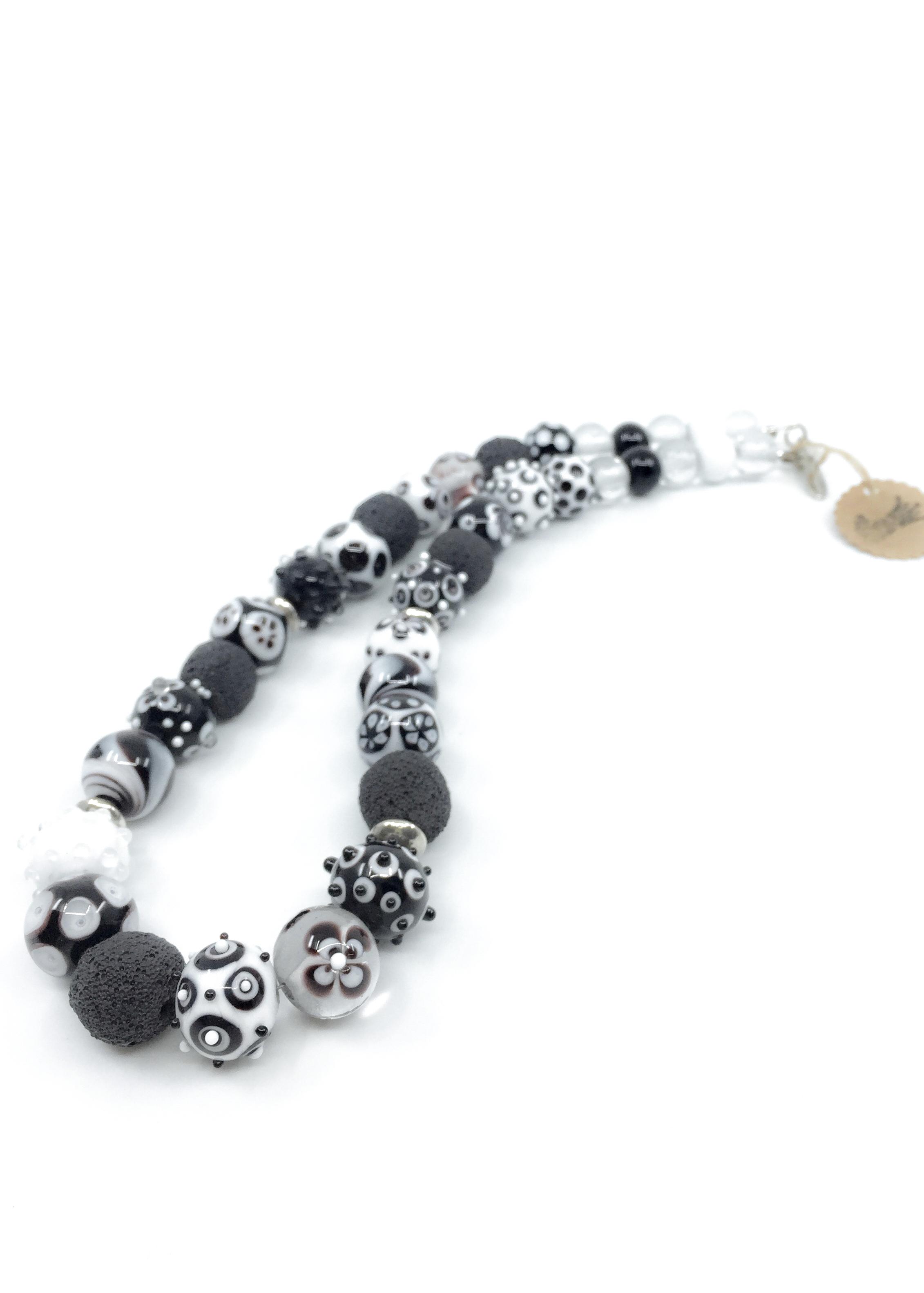 Kunsthandwerk Halskette schwarz-weiss