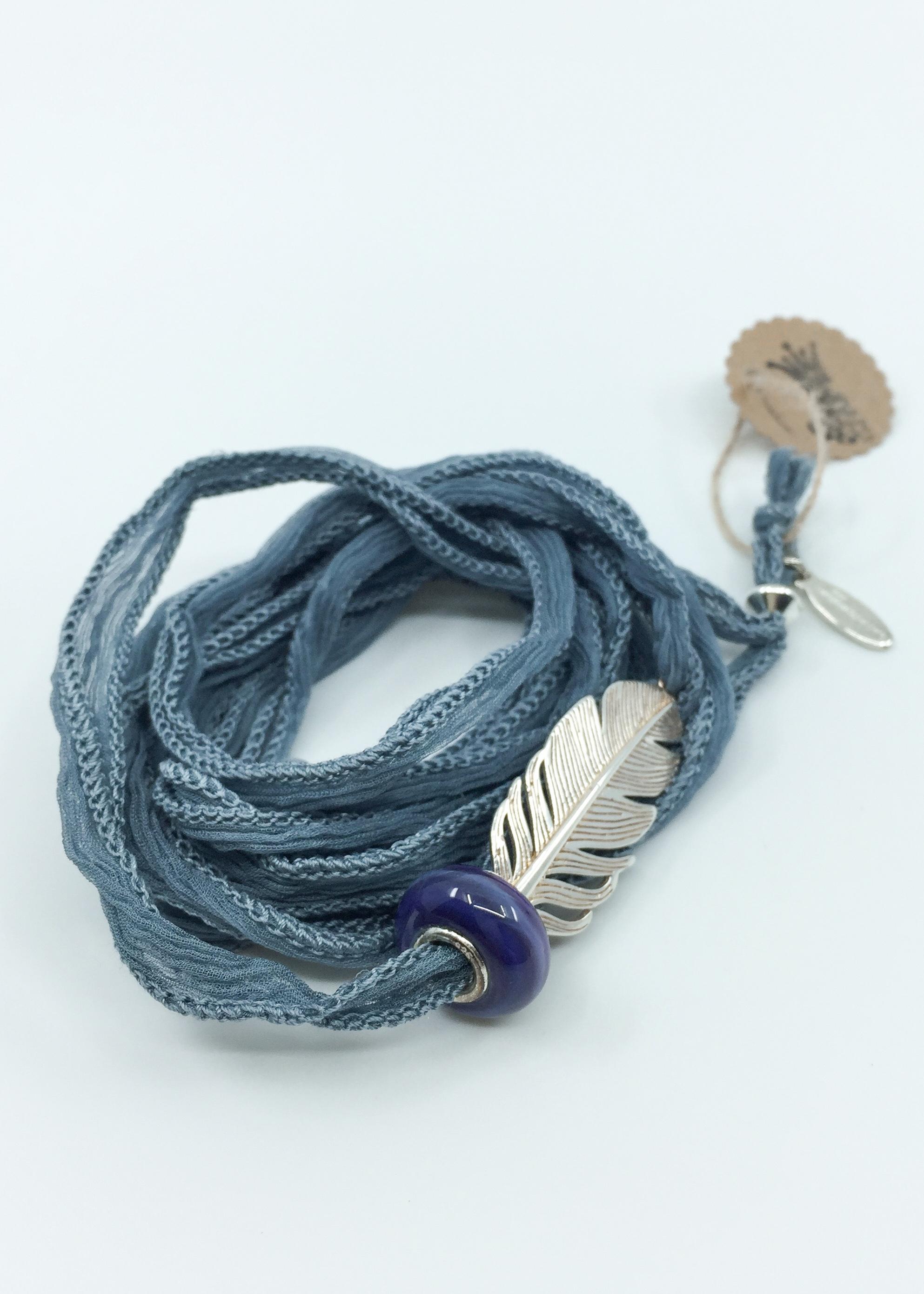 Kunsthandwerk Wickelarmband blaugrau Feder Himmelsperlen